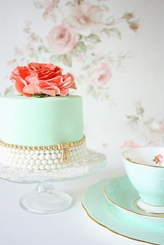 this wedding cake is almost too pretty to eat! ADD <3 <3 DIY www.customweddingprintables.com