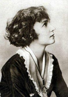 """Irene Castle - """"The Castle Bob"""" c. 1915"""