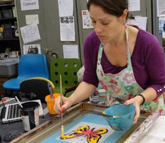 Hannah taking part in Monoprint Monday at Ochre Print Studio