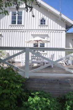 white board and batten Beach Cottage Exterior, Cottage Porch, Cozy Cottage, House With Porch, House Front, Board And Batten Exterior, Cosy House, House Trim, Home Garden Design