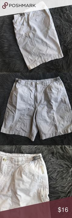 """Columbia Hiking Cotton Shorts Great conditions no stains. Hiking shorts. Multiple pockets and adjustable bungee cord. 14.5"""" waist, 11"""" front rise, 7.5"""" inseam Columbia Shorts"""