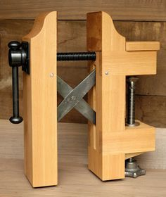 Vise with St. Peters Cross Ph3