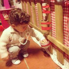 Tubos de papel higiénico, fita adesiva, arame e bolas pequenas Toilet Paper Tubes, Cardboard Tubes, Duct Tape, Stickers, Activities For Babies, Balls