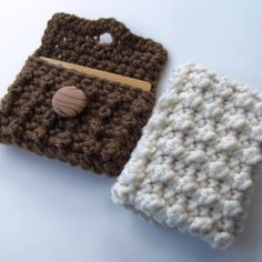 Crochet Gift Idea FREE crochet pattern for a Bead Stitch Gift Card Case. - FREE crochet pattern for a Bead Stitch Gift Card Case. Crochet Handbags, Crochet Purses, Crochet Bags, Crochet Baby Hats, Crochet Gifts, Bead Crochet, Free Crochet, Irish Crochet, Quick Crochet