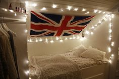 Union Jack AND fairy lights over my bed? Dream Rooms, Dream Bedroom, White Bedroom, My New Room, My Room, Girl Room, Tumblr Rooms, Roomspiration, Awesome Bedrooms