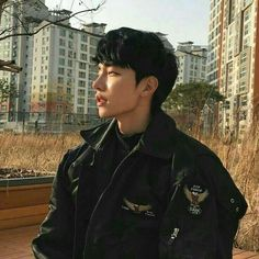 Korean Fashion Trends you can Steal – Designer Fashion Tips Korean Boys Ulzzang, Cute Korean Boys, Korean Men, Ulzzang Girl, Korean Girl, Cute Asian Guys, Asian Boys, Cute Guys, Hot Asian Men
