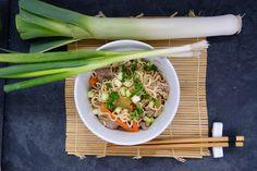 Wok de boeuf aux poireaux, carottes et jeunes oignons Wok, Onions, Noodles, Carrots