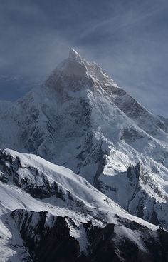 Masherbrum m), Karakoram mountain range, Pakistan. Mountain Photography, Landscape Photography, Nature Photography, Fun Facts About Earth, Fantasy Places, Snowy Mountains, Natural Scenery, Mountain Landscape, Top Of The World