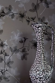 Strikingly delicate, transparent like chiffon – the gorgeous flowers, leaves and twigs form beautiful tendrils and carry an irresistible mystique. The intense contrast of black to various shades of grey exudes a slightly surreal yet enchanting quality. Vinyl Wallpaper, Black Wallpaper, Pattern Wallpaper, Wallpaper Ideas, Modern Door, Wall Treatments, Shades Of Grey, Delicate, Vase