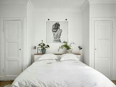 BED IN NOOK BETWEEN CLOSETS
