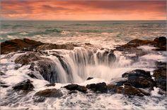 See Thor's Well (Cape Perpetua, Oregon) Beautiful Photos Of Nature, Nature Photos, Beautiful Places, Amazing Places, Amazing Nature, Thors Well Oregon, Oregon Coast, Oregon Usa, Natural Phenomena