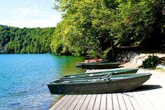 Lac Pavin - Département du Puy-de-Dôme - www.auvergne.fr Camping 3, Outdoor Furniture, Outdoor Decor, Belle Photo, Photos, Landscapes, Home, Places To Visit, Places