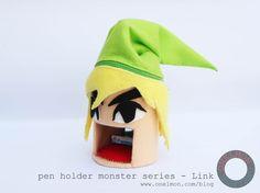 Hai, saya membuat tempat pensil monster ini lagi. Kali ini, saya membuatnya berdasarkan karakter utama dari sebuah game Nintendo populer berjudul Legend of Zelda yang bernama Link (walaupun tentuny...
