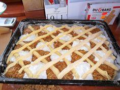 Krehký jablkovo-tvarohový mrežovík (fotorecept) - obrázok 5 Macaroni And Cheese, Food And Drink, Tray, Ethnic Recipes, Basket, Apple Tea Cake, Mac And Cheese, Trays, Board