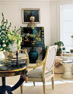 Neutral Chinoiserie-note column of black with neutral bust