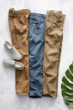 Meet the Carpenter: reinforced construction with classic workwear details. Wear these with your favorite tee or button down all spring long. Shop new men's pant styles from Gap.