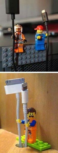 Haha, super idee om alle losse kabels in bedwang te houden!