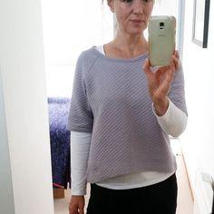 Quilted grey Linden sweatshirt #grainlinestudio #craftymamasfabrics #lindensweatshirtstarkysewgrainlinestudio,craftymamasfabrics,lindensweatshirt