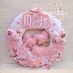 Guirlanda Borboleta Porta de Maternidade Heart Crafts, Baby Crafts, Easter Crafts, Baby Girl Quilts, Girls Quilts, Baby Door, Baby Mobile, Baby Pillows, Felt Diy