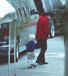 """New"" rare photos of Michael Jackson Michael Jackson Wallpaper, Photos Of Michael Jackson, Michael Jackson Bad Era, Mike Jackson, Jackson Family, Familia Jackson, Mj Kids, Miss You Daddy, The Jacksons"