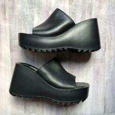 a023781f4d7 90 s Steve Madden Black Leather Slides US Women 6.5 Platform Shoes Vintage