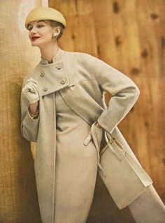 Sunny Harnett in beige and white wool tweed coat to match the sheath underneath (seen in next picture) from Vogue Pattern hat by Emme, handbag by Milch, photo by Roger Prigent, Vogue, February 1956 Fifties Fashion, Retro Fashion, Vintage Fashion, Womens Fashion, Film Fashion, Club Fashion, Modest Fashion, Korean Fashion, Fashion Tips