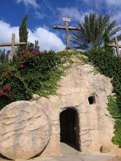 Holy Land Experience: The Garden Tomb has a deeply spriritual quality to it. - MİKAEL PULAT - - Holy Land Experience: The Garden Tomb has a deeply spriritual quality to it. Places To Travel, Places To See, Heiliges Land, Israel Travel, Israel Trip, Chapelle, Holy Land, Kirchen, Viajes