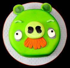 My fave thing on angry birds is the pig, and if someone bought me a cake like this.. I'd love you forever, especially if it were fat free, HA!