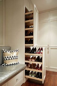 Luxury Walk In Closet and Dressing Room Walk In Robe Designs, Walk In Closet Design, Wardrobe Design Bedroom, Master Bedroom Closet, Closet Designs, Bedroom Cupboard Designs, Bedroom Cupboards, Home Entrance Decor, Mudroom Laundry Room