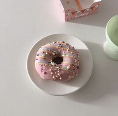 National Dessert Day, Cute Desserts, Cafe Food, Aesthetic Food, Korean Food, Doughnut, Sweet Recipes, Sweet Treats, Food And Drink