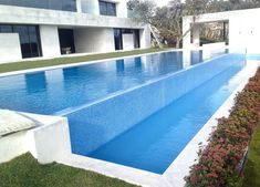 Cascada piscina accesorios pinterest for Piscina infinita construccion
