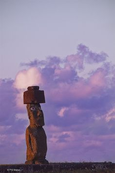 moai of Easter Island Ancient Ruins, Ancient Art, Easter Island Moai, Aliens And Ufos, Mysterious Places, Chili, South America, Latin America, Archaeological Site