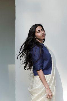 Raw Mango sarees are giving me intense feels. Choli Designs, Blouse Designs, Traditional Sarees, Traditional Dresses, Raw Mango Sarees, Indian Fabric, Sari Blouse, Mango Fashion, Indian Outfits