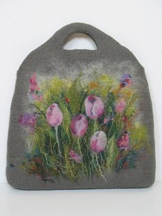 Felted handbag. Tulip | Flickr - Photo Sharing! No pattern, just beautiful