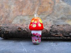 Great little Meadow Mushroom glass pendant .... made entirely from the finest Italian Glass ' Shroomsies ' depict the brightest of colours along with an impressionist meadow scene ....Measures approx 40 mm tall including the bail x 20 mm wide ...comes complete on a length of satin cord so ready to wear .. Includes Postage within the UK