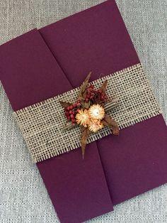 Invitación de boda de otoño rústico-arpillera de Borgoña