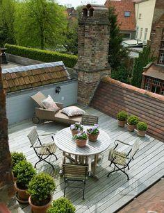 Taras na dachu starego budynku i... oczywiście piękna drewniana podłoga :)
