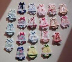 Miniature doll dresses - template plus instructions in Spanish