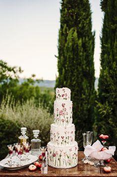 Wedding cake by Sugarcups Cake Design - romantic and elegant wedding in Tuscany, Italy. #weddingcake #weddinginitaly #destinationwedding Project and planning: Silvia Ciolli - photo Riccardo Pieri @riccardopieri Romantic Weddings, Elegant Wedding, Dream Wedding, Wedding Day, Wedding In Tuscany, Italy Wedding, Amazing Wedding Cakes, Wedding Mood Board, Tuscany Italy