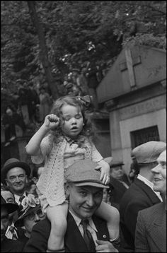 """David Seymour FRANCE. Paris. Pere Lachaise cemetery. Demonstration in memory of those who were killed during the 1871 Paris Commune at the """"Mur des Federes"""". May 24th, 1936."""