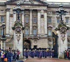 #Eurotrip2015 #London #changingoftheguards #BuckinghamPalace #QnJtravels #gonewiththenguyens by jengdaexplorer