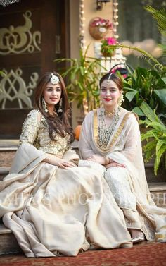 Indian Bridal Wear & Wedding Dresses online Ideas, Images, Photos online on Happy Shappy. You can save the beautiful collection on your dream board. Pakistani Wedding Outfits, Pakistani Dresses, Indian Dresses, Indian Outfits, Bridal Mehndi Dresses, Nikkah Dress, Bridal Lehenga, Look Short, Indian Bridal Wear