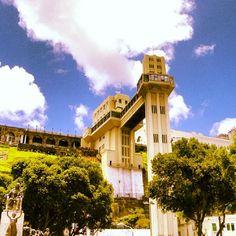 O Elevador Lacerda é um símbolo da cidade de Salvador (BA). Apesar de secular, é um conjunto moderno, que recebeu várias reformas ao longo dos anos. Foto: @Maurício Araya