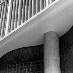 Boavista Bank Headquarters, Rio de Janeiro Brazil   Oscar Niemeyer   Photo : Michel Moch