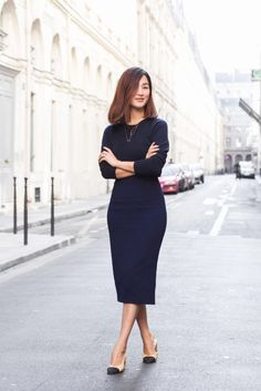 Nicole Warne of Gary Pepper Girl wears a blue midi dress, Chanel heels, and layered necklaces Fashion Blogger Style, Work Fashion, Fashion Looks, Fashion Outfits, Fashion Bloggers, Gary Pepper Girl, Estilo Blogger, Navy Bodycon Dress, Navy Dress