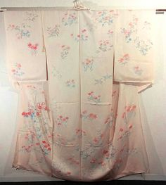 This is a kimono fabric cut into Houmongi shape and stitched roughly before sewing to make houmongi