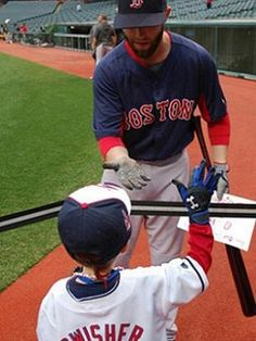Dustin Pedroia accepts sign from young Cleveland fan