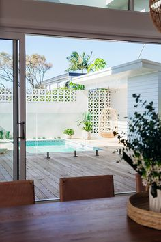 🌟Tante S!fr@ loves this📌🌟Long Jetty Renovation Pool & Backyard Reveal Breeze Block Wall, Renovations, House Exterior, House Design, Home And Garden, Patio Design, Beautiful Homes, Backyard Decor, Contemporary Garden