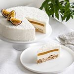 Entremets coco, mangue et passion - Essen Gesundes - Gesundes Essen - Rezepte Gesundes Low Calorie Desserts, Fancy Desserts, No Calorie Foods, Low Calorie Recipes, Delicious Desserts, Sweet Recipes, Cake Recipes, Dessert Recipes, Entremet Recipe