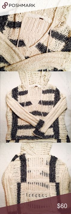 """Free People chunky open knit sweater Free People chunky open knit sweater. Definitely oversized. Good used condition. No notable flaws other than wear. Size XS. Armpit to armpit 26"""". Shoulder to bottom hem 22"""" back-21"""" front. Sleeve length 16"""". Free People Sweaters"""